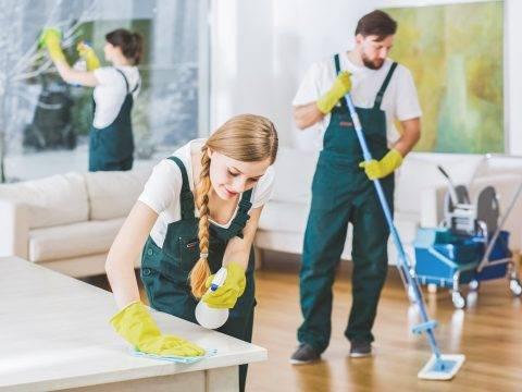 pracownik sprzątający